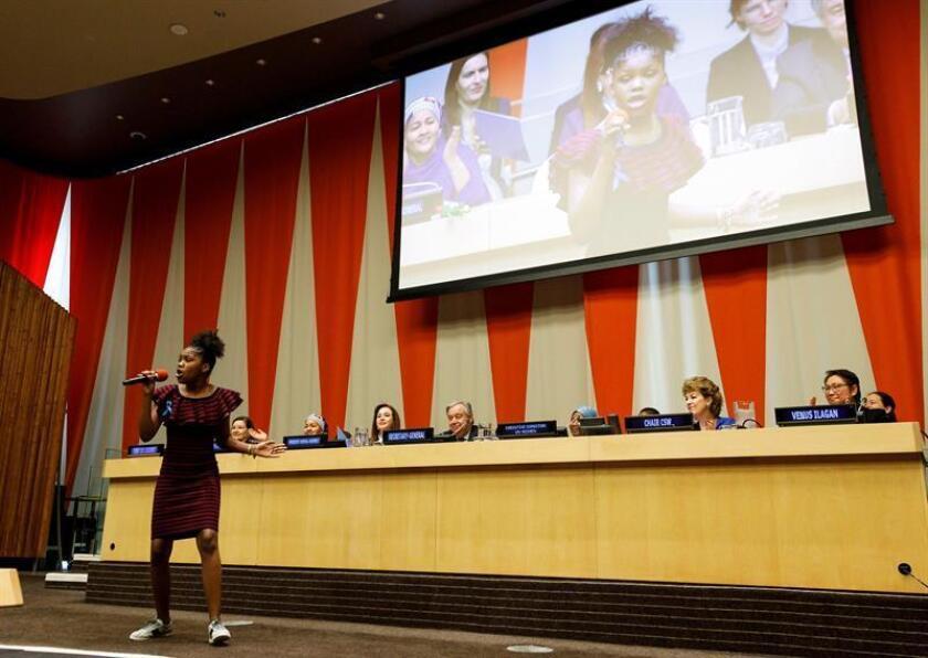 La joven de 12 años Drew Olivia Tillman actúa en la sede de la Organización de las Naciones Unidas (ONU) con motivo del Día Internacional de la Mujer, este viernes en Nueva York (Estados Unidos). EFE