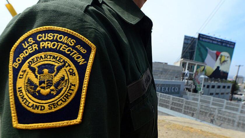 """Según el denunciante, el agente procesado penalmente sabía que los tres mexicanos habían pagado al """"pollero""""."""