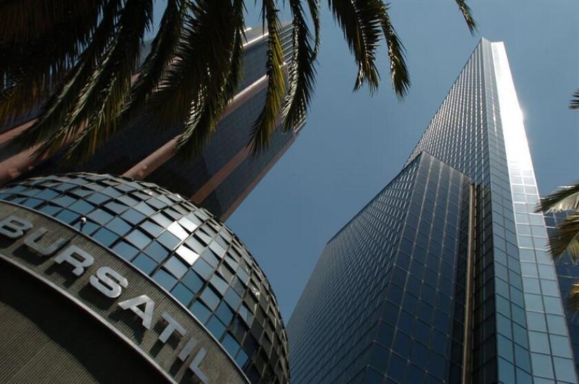 Vista general del edificio de la Bolsa Mexicana de Valores, ubicado en la avenida Paseo de la Reforma de la Ciudad de México. EFE/Archivo