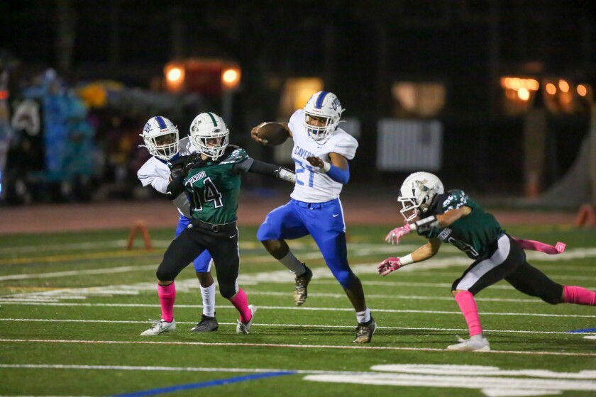 Running back Thomas Jones runs for a touchdown in the San Diego Cavers' win over the Coronado Islanders on Friday.