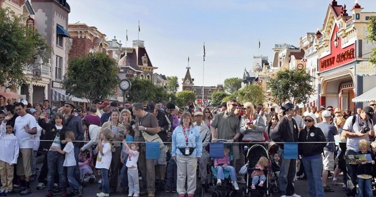 Disneyland επιτυχίες ικανότητα, σταματά προσωρινά την πώληση εισιτηρίων