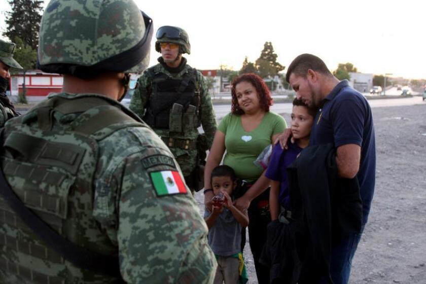 Detenido uno de los policías que asaltaron a migrantes en frontera mexicana