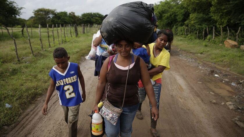 Honduran migrants cross border with El Salvador at Rio Goascoran, Amatillo Valle, Honduras - 18 Oct 2018