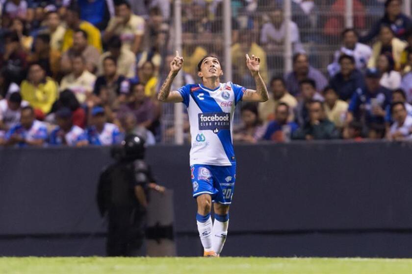 El futbolista colombiano Omar Fernández, del Puebla mexicano, aseguró hoy que su equipo cumple de la mejor manera la pretemporada y llegará en buena forma a su debut el sábado 21 de junio ante Cruz Azul. EFE/ARCHIVO