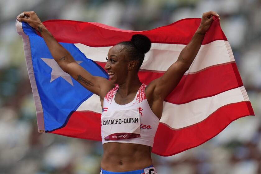 El puertorriqueña Jasmine Camacho-Quinn reacciona tras ganar la final de los 100 metros con vallas femeninos.