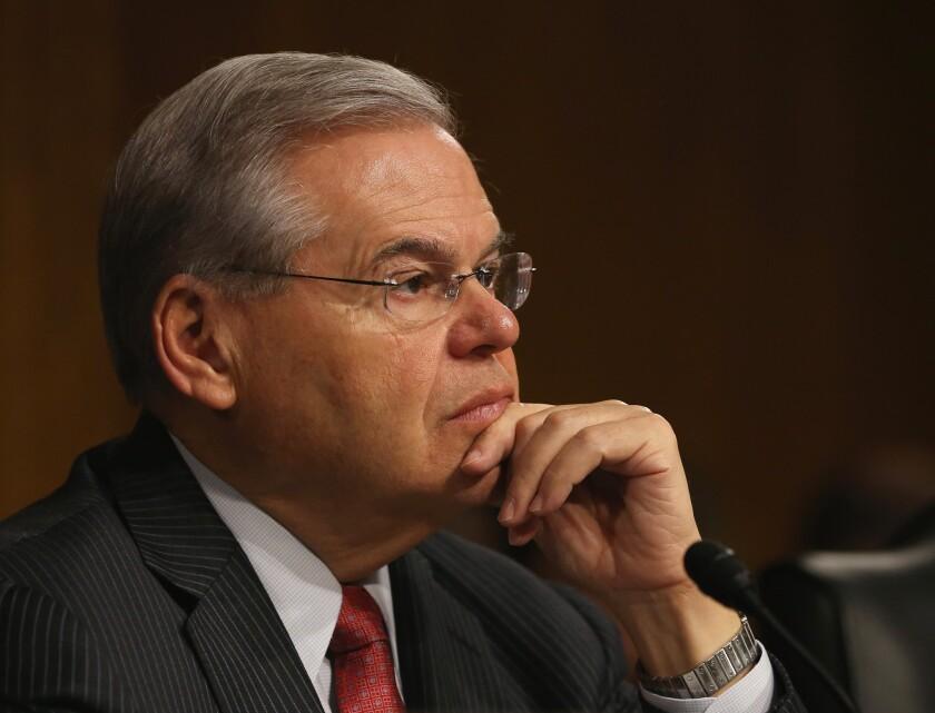 Los cargos se derivan de una investigación conjunta entre el Departamento de Justicia y el Buró Federal de Investigaciones (FBI) que ha desvelado los vínculos entre el senador y el oftalmólogo.
