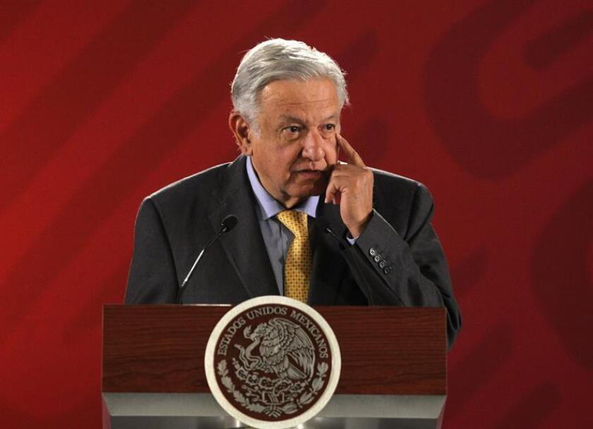 El presidente de México, Andrés Manuel López Obrador, participa en una rueda de prensa este viernes, en el Palacio Nacional, en Ciudad de México (México). EFE