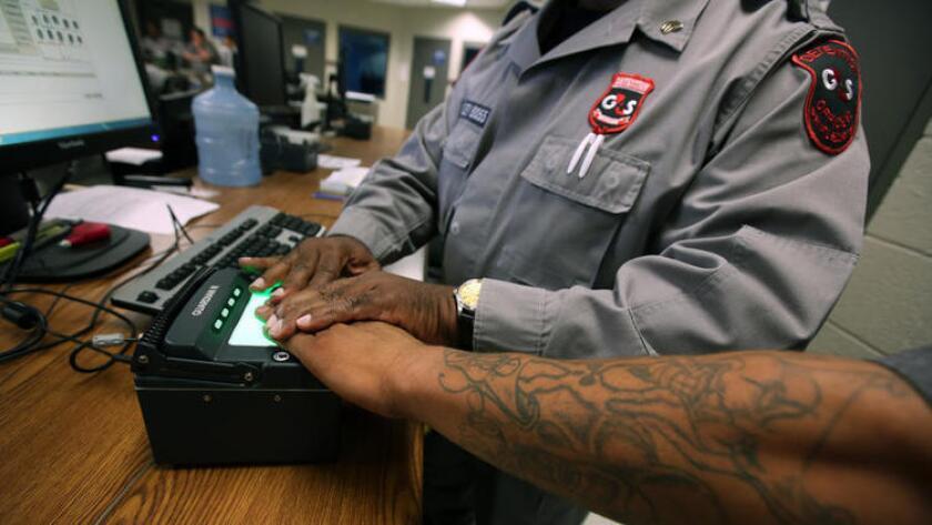Entre el 2001 y el 2015 se deportaron a 4.7 millones de personas. De ellas, solamente 1.9 millones tenía antecedente penal, es decir que representan el 40.1% del total que fueron removidos.