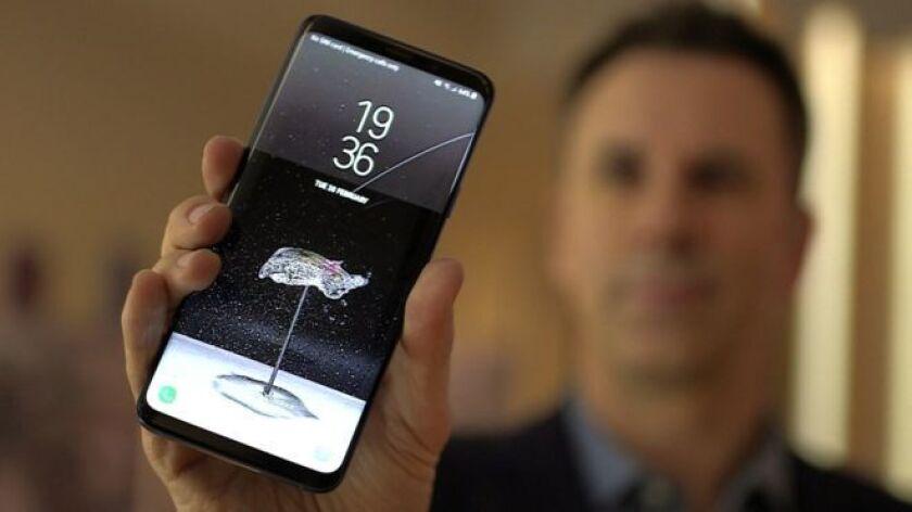 Los teléfonos tienen en su cámara una función de slow-motion (cámara lenta) diseñada para facilitar que los momentos clave de la acción duren más tiempo.