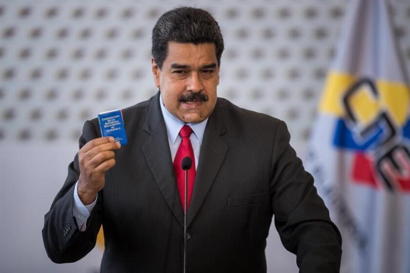 El presidente de Venezuela Nicolás Maduro ofrece una conferencia de prensa luego de firmar un acuerdo en la sede del Consejo Nacional Electoral (CNE) en Caracas (Venezuela). EFE/Archivo