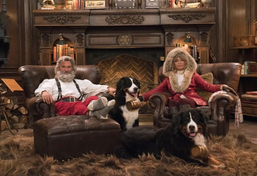 Kurt Russell, izquierda, y Goldie Hawn en una escena de la película navideña
