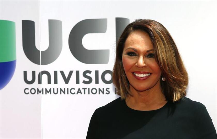 La presentadora del noticiero Univision Maria Elena Salinas posa para la prensa al llegar al evento en el que Univision. EFE/Archivo