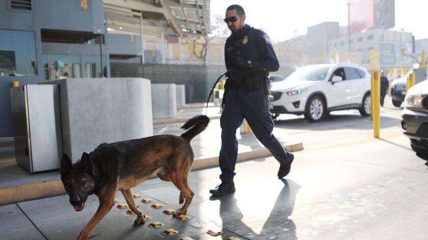 *** BESTPIX *** U.S. Customs And Border Patrol Monitors U.S. - Mexico Border Crossing