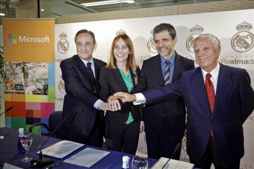 El presidente del Real Madrid, Florentino Pérez, durante la firma de un convenio de cooperación entre Microsoft y la fundación del club. EFE