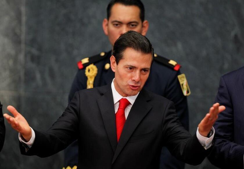 """El presidente de México, Enrique Peña Nieto, se mostró hoy dialogante con Donald Trump pero imperturbable ante temas como la migración, el libre comercio o la soberanía nacional, asegurando que buscará una """"negociación integral"""" en la reunión del próximo 31 de enero. EFE"""