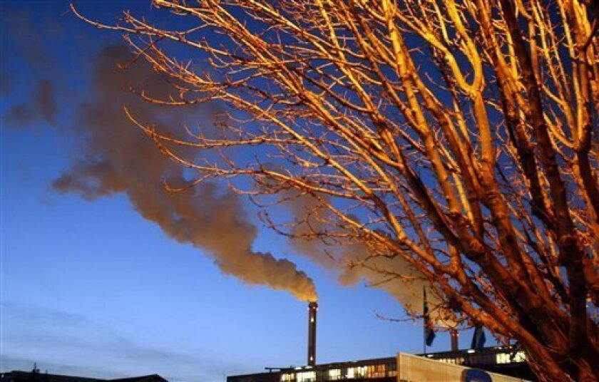 "Water vapour billows from smokestacks at the incineration plant of Ivry-sur-Seine, in the ouskirts of Paris, Thursday, Dec. 10, 2009. The $10 billion a year proposed by rich nations to help the poor adapt to climate change is ""not sufficient"" and the gap between what's offered and what's needed could wreck the Copenhagen climate conference, American billionaire George Soros said Thursday. (AP Photo/Francois Mori)"