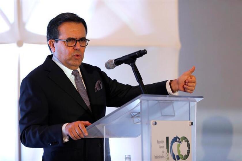 """México lamentó hoy """"profundamente"""" la decisión anunciada hoy por el Gobierno canadiense de establecer medidas de salvaguardia a ciertas familias de productos de acero y advirtió que usará los mecanismos disponibles para proteger al país de esa disposición. El secretario de Economía de México, Ildefonso Guajardo. EFE/ARCHIVO"""