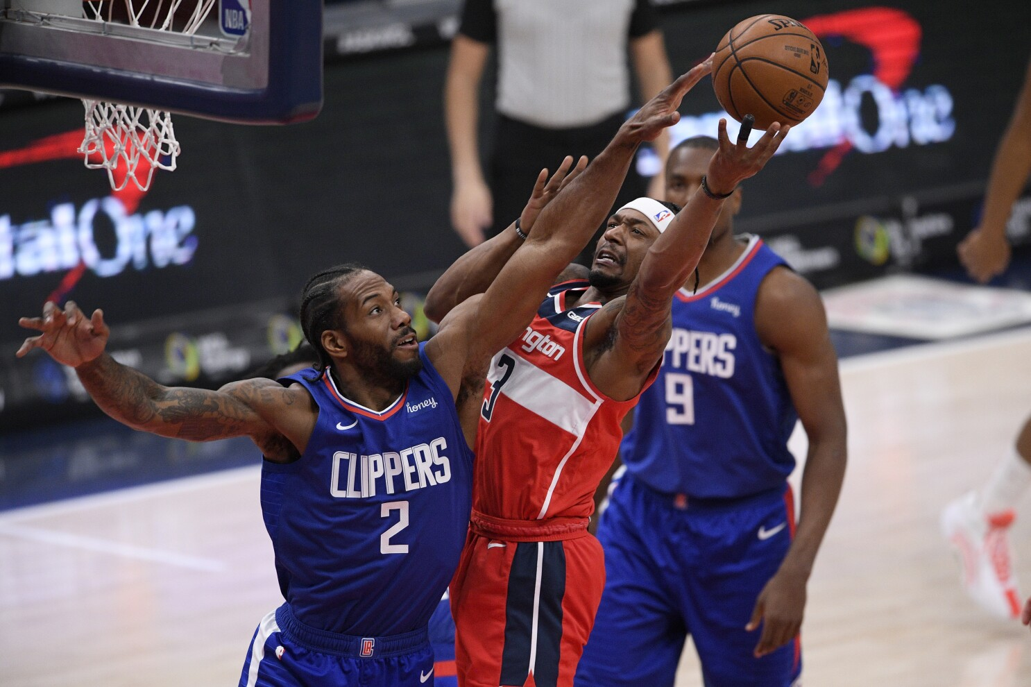 Paul George-less Clippers let game slip away to Wizards - Los Angeles Times