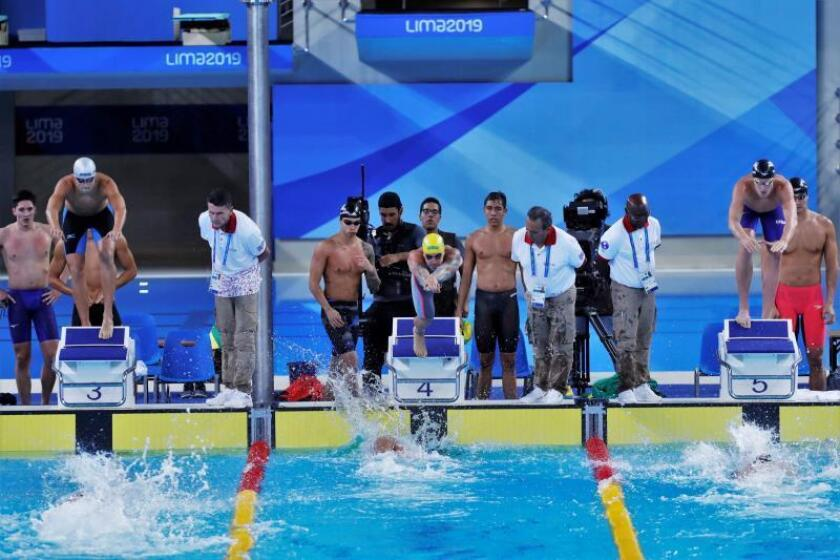 Carril 4 Brasil (Oro), Carril 5 EE.UU. (Plata), Carril 3 México (Bronce) compiten este martes en la final de 4x100m Relevo Libre Masculino en los Juegos Panamericanos 2019 en Lima (Perú). EFE/Christian Ugarte