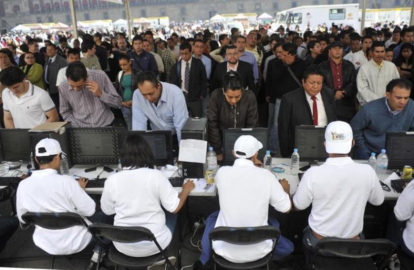 La tasa de desempleo en México se ubicó en 3,2 % de la población económicamente activa (PEA) en mayo, inferior al 3,6 % del mismo mes de 2017, según cifras originales publicadas hoy por el Instituto Nacional de Estadística y Geografía (Inegi). EFE/Archivo