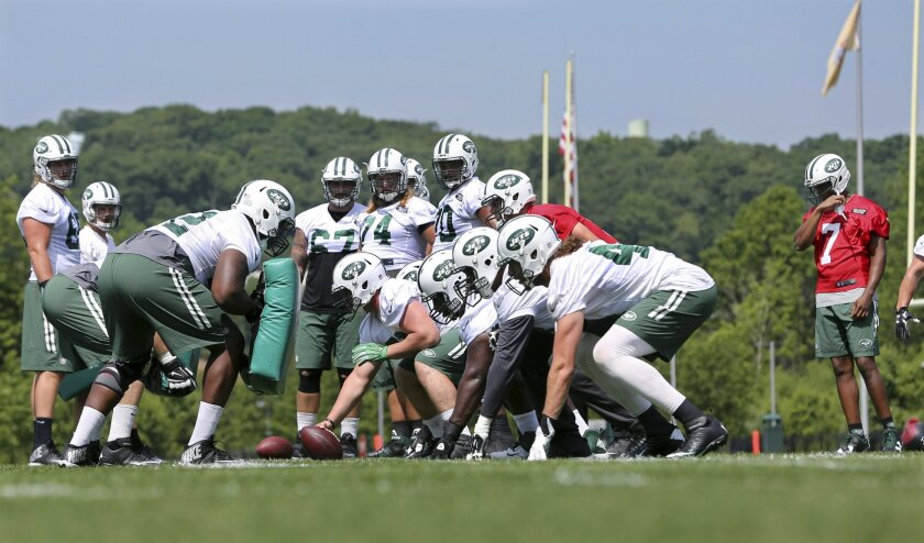 New York Jets quarterback Geno Smith (7) watches an offensive play during NFL football practice Wednesday, June 1, 2016, in Florham Park, N.J. (AP Photo/Mel Evans)