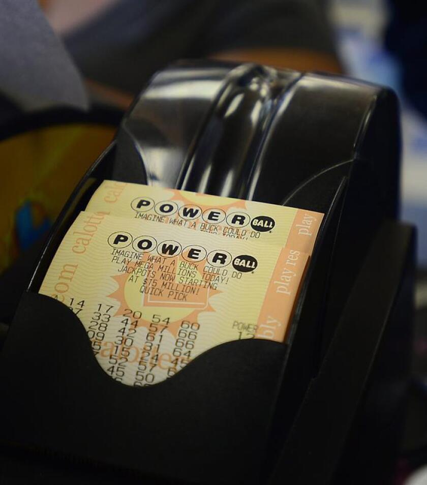 Fotografía de un boleto de la lotería Powerball. EFE/Archivo
