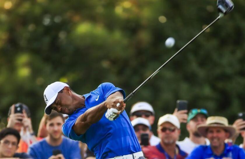 En la imagen el golfista estadounidense Tiger Woods en el torneo de los Playoffs de la Fedex Cup del PGA Tour. EFE