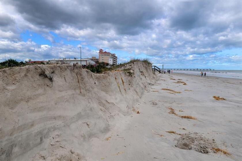 Vista de las dunas de arena luego del paso del Huracán Matthew en Jacksonville, Florida (Estados Unidos). EFE/Archivo