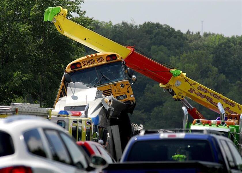 Más de una docena de niños y cuatro adultos sufrieron hoy heridas menores en un accidente de trafico que involucró al autobús escolar en que viajaban por la carretera interestatal 595 en la ciudad de Davie, en el sureste de Florida, informaron medios locales. EFE/Archivo