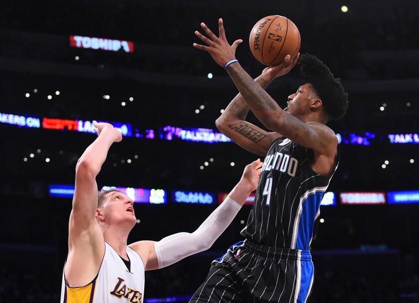 Lakers hizo respetar el Staples Center al vencer al Magic y se mantiene positivo en el 2017.