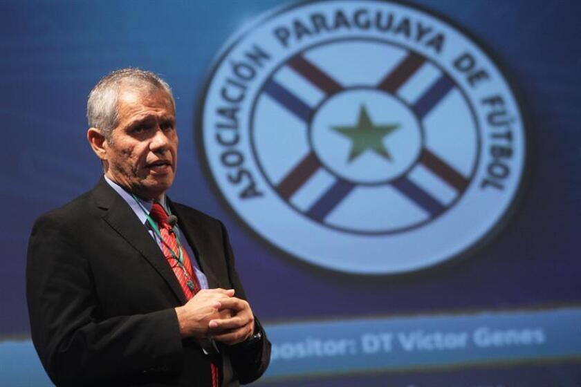 En la imagen, el exseleccionador de Paraguay Víctor Genes, quien falleció este domingo a los 57 años en Asunción. EFE/Archivo