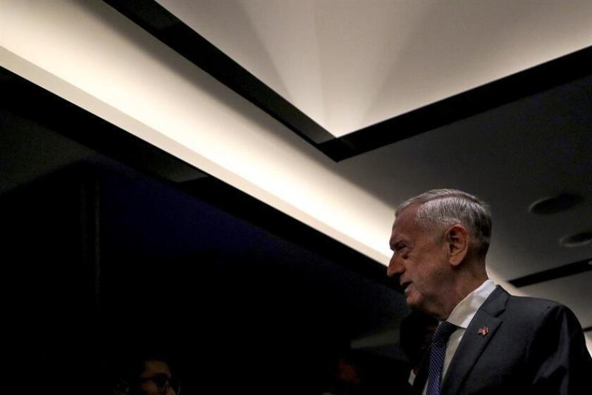 El secretario de Defensa de Estados Unidos, James Mattis, asiste a la XII cumbre de ministros de Defensa de la Asociación de Naciones del Sudeste Asiático (ASEAN), en el hotel Shangri-La de Singapur, el 18 de octubre de 2018. EFE/Archivo
