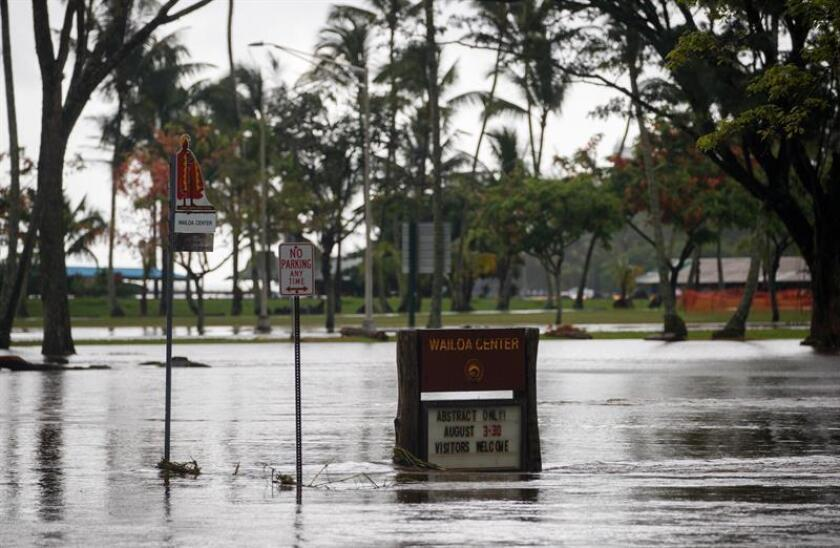 A view of a flooded street in Hilo, Hawaii, USA, 24 August 2018. Torrential rains from Hurricane Lane inundated the eastern half of the island of Hawaii, causing disruptions for residents and visitors alike. (Estados Unidos) EFE/EPA/FILE