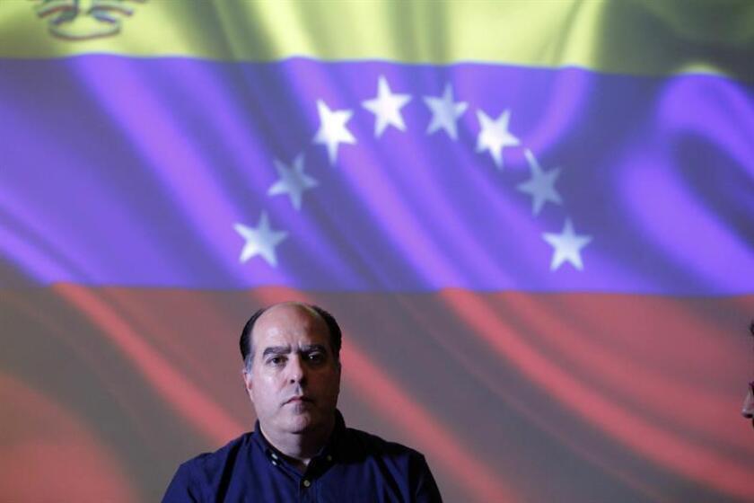 El expresidente del Parlamento venezolano y miembro de la oposición Julio Borges, llamó a los países de la región a tomar medidas concretas para frenar las maniobras de Maduro para permanecer en el poder, e insistió en que no sean solo palabras. EFE/Archivo