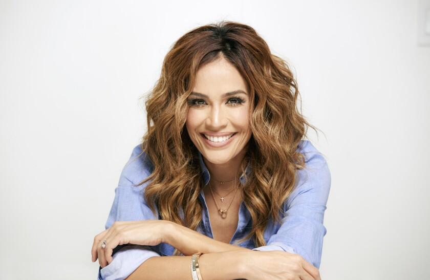 """La conductora televisiva Karla Martinez participa en la cinta animada """"Ferdinand"""", que se encuentra ya en cartelera."""