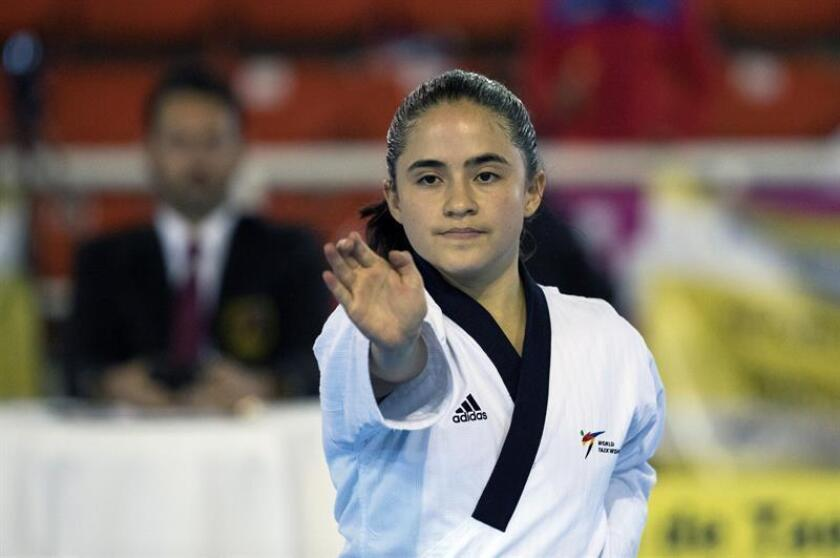 La ecuatoriana Claudia Carden participa en la presentación de Poomsae individual este viernes durante la jornada del clasificatorio de taekwondo para los Juegos Panamericanos de Lima 2019 en Santo Domingo (República Dominicana). EFE