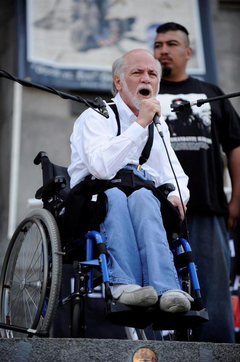"""Imagen del 24 de agosto de 2008. El veterano de Vietnam y defensor de la paz Ron Kovak dice unas palabras durante la manifestación """"Recreate 68"""" convocada cerca de la sede de la Convención Demócrata en Denver, Colorado (Estados Unidos). EFE/ARCHIVO"""