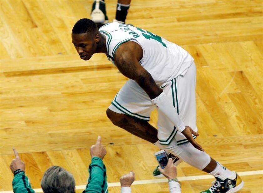 Terry Rozier, base de los Celtics de Boston, fue registrado este sábado al celebrar una canasta de tres puntos que le convirtió a los Bucks de Milwaukee, durante el séptimo y definitivo partido de esta serie de Playoff de la conferencia Este de la NBA, en TD Garden de Boston (Massachusetts, EE.UU.). EFE