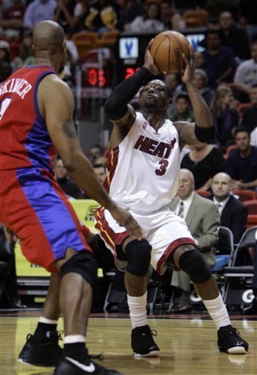 Miami Heat guard Dwyane Wade, right, looks for an open teammate as he is guarded by Los Angeles Clippers forward Brian Skinner during the first quarter of an NBA basketball game Monday, Feb. 2, 2009 in Miami. (AP Photo/Wilfredo Lee)
