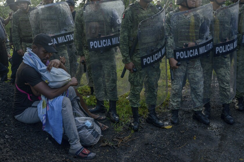 APphoto_APTOPIX Mexico Migrant Caravan