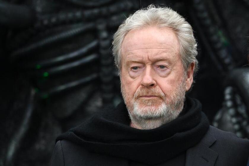 """El cineasta británico Ridley Scott posa a su llegada al estreno de la película """"Alien: Covenant"""". EFE/Archivo"""