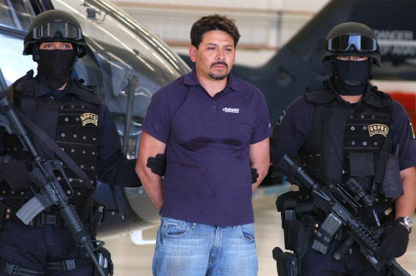 """Un juez de Texas condenó hoy a 43 años y 4 meses de prisión por tráfico de drogas a Arnoldo Rueda Medina, alias """"La Minsa"""", considerado el jefe de sicarios de la organización criminal mexicana Familia Michoacana, informó hoy el Departamento de Justicia. EFE/ARCHIVO"""