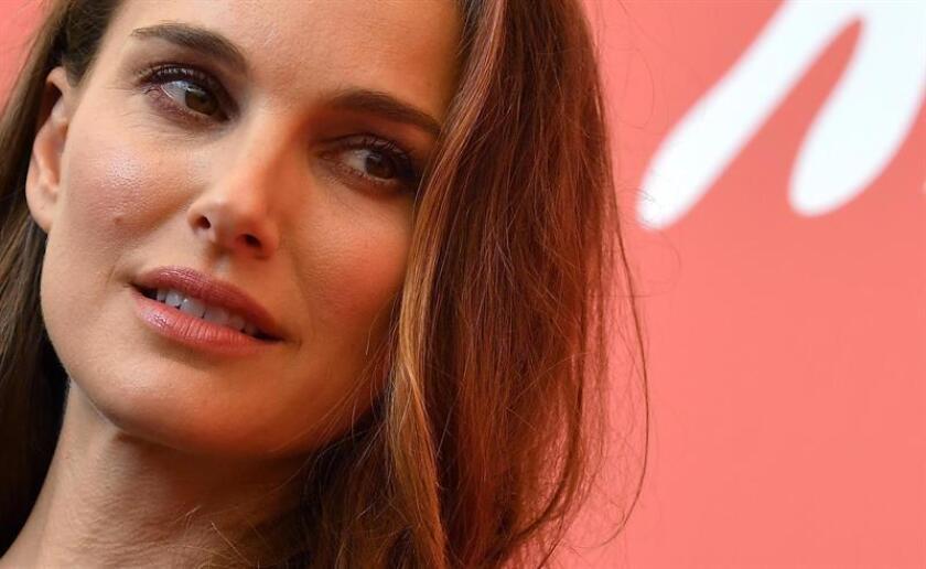 """La actriz estadounidense Natalie Portman posa a su llegada a la presentación de la película """"Vox Lux"""" durante la 75? edición del Festival Internacional de Cine de Venecia, Italia, hoy 4 de septiembre de 2018. EFE"""