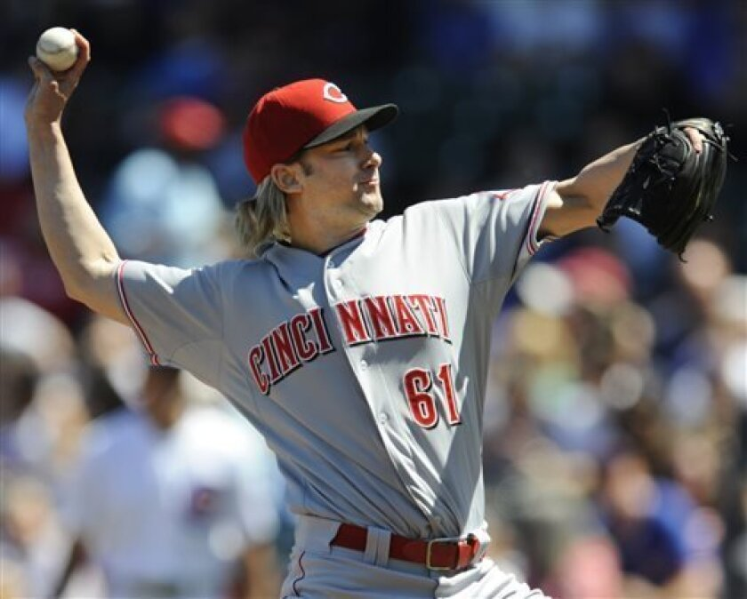 Cincinnati Reds starter Bronson Arroyo delivers a pitch during the first inning of a baseball game against the Chicago Cubs in Chicago, Wednesday, Aug. 14, 2013. (AP Photo/Paul Beaty)