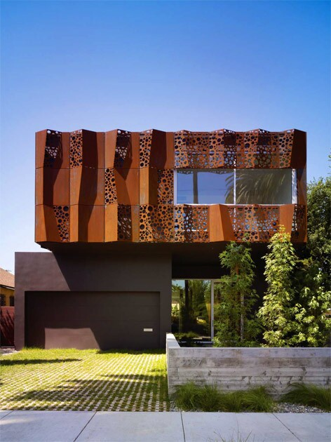 By Emily Young The play of sunlight and shadows on architect Daniel Monti's screen adds depth and visual character to the façade of the Venice house he designed for his parents. The screen, made of 4-by-4-foot panels Cor-ten steel, is secured to the house with a tubular steel framework. It was bent and perforated by patterns of holes laser-cut in six different sizes.