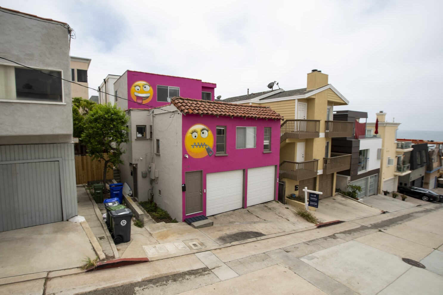 Hot-pink 'emoji house' is eyeing a new owner in Manhattan Beach