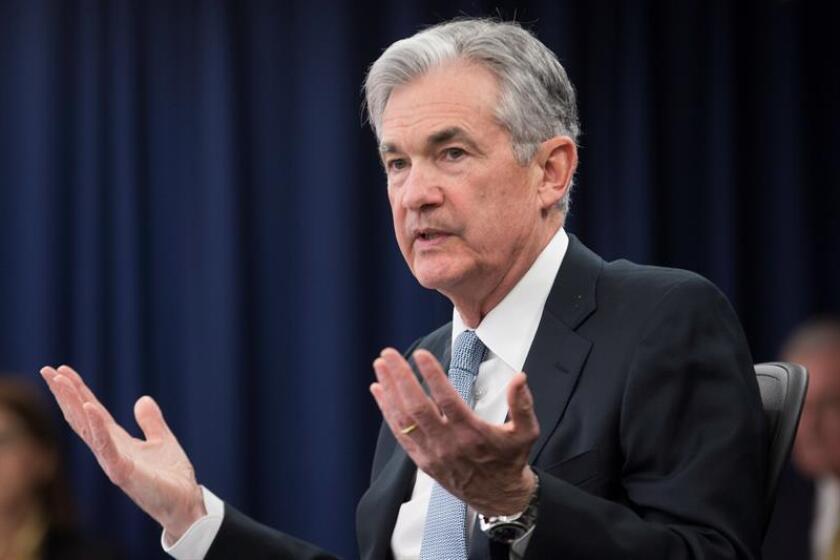 El discurso de Powell, el más esperado, tendrá lugar el viernes por la mañana ante la selecta audiencia de banqueros centrales, en un momento de gran expectación tras las críticas vertidas contra él por el presidente, Donald Trump. EFE/Archivo