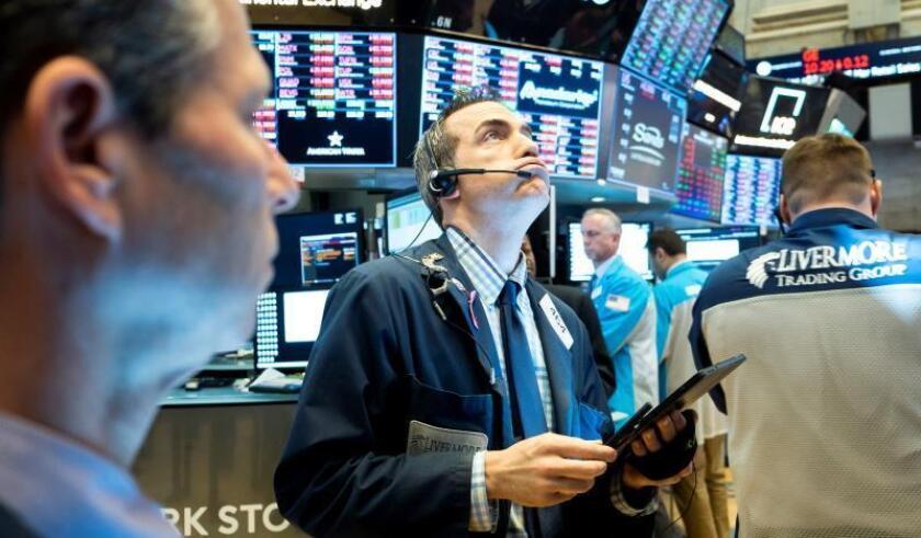 Wall Street abre con fuertes pérdidas y el Dow Jones cae más de un 2 %