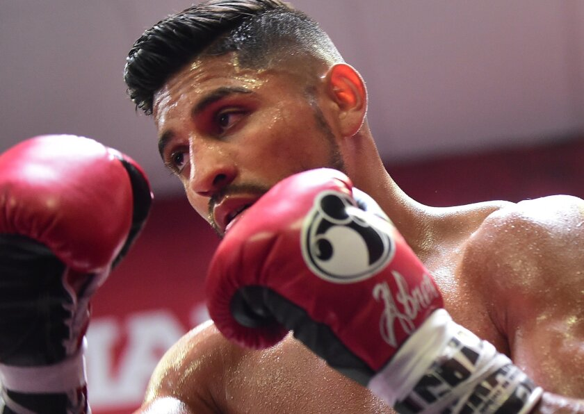 Abner Mares works out in Bell Gardens on Aug. 18, 2015.