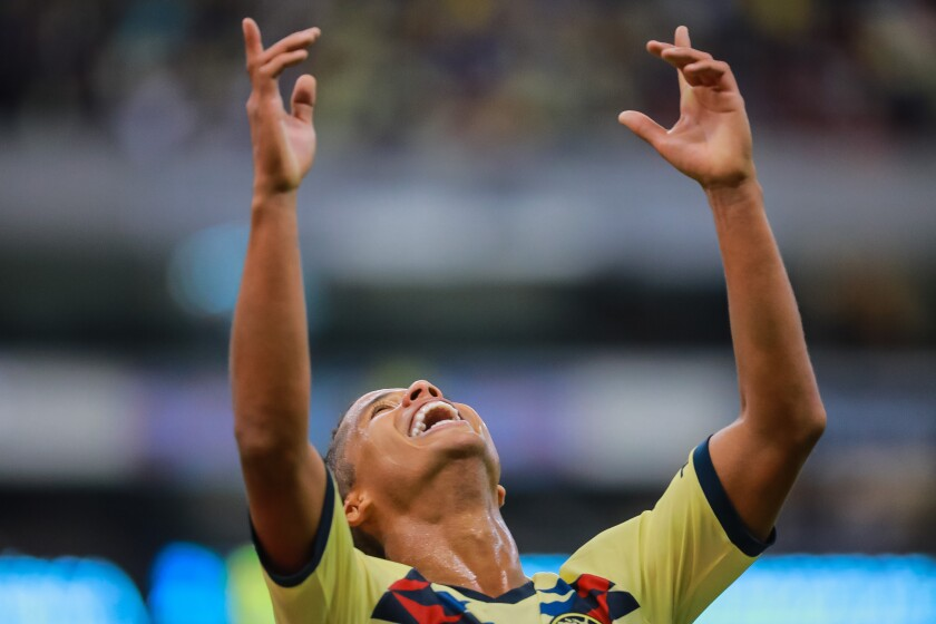MEXICO CITY, MEXICO - AUGUST 03: Giovani Dos Santos #10 of America celebrates after scoring his team's third goal during the 3rd round match between America and Tijuana as part of the Torneo Apertura 2019 Liga MX at Azteca Stadium on August 03, 2019 in Mexico City, Mexico. (Photo by Manuel Velasquez/Getty Images) ** OUTS - ELSENT, FPG, CM - OUTS * NM, PH, VA if sourced by CT, LA or MoD **